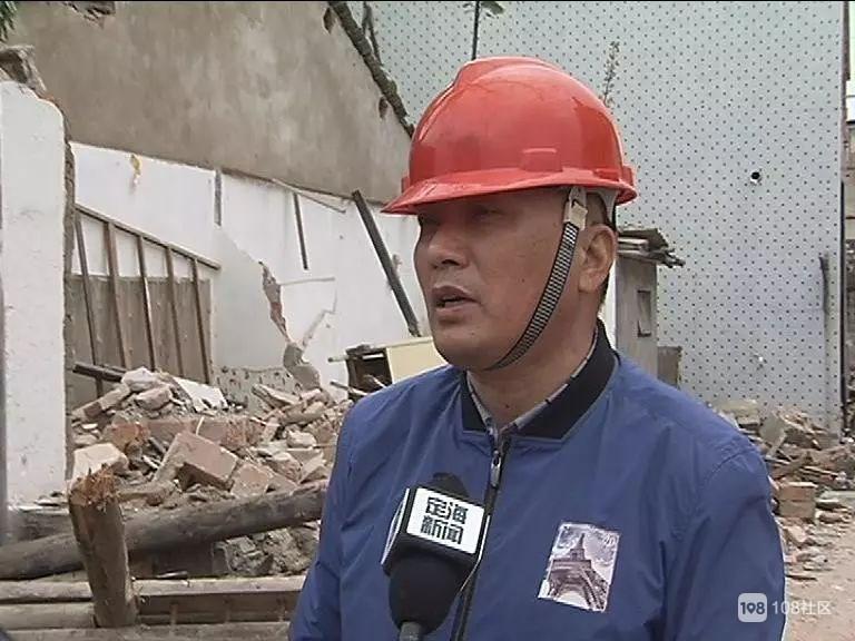 种了30年的桂花树被埋在拆迁的废墟中  好不舍...