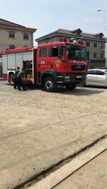 绍兴一男子在高压线下干活,不慎触电,120和消防都来了!