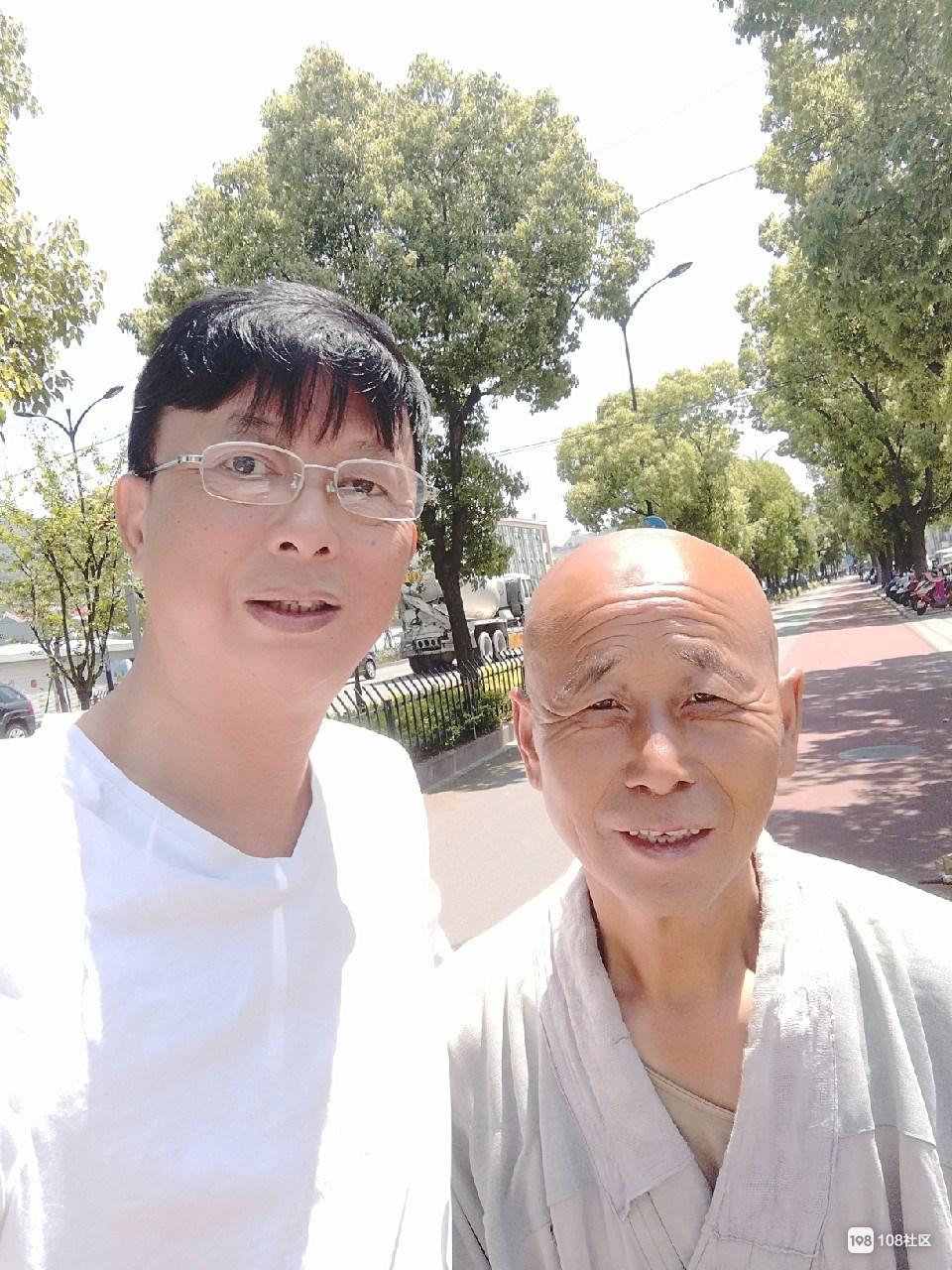 偶遇一和尚从黑龙江出发  8步一拜耗时一年终于来到舟山!