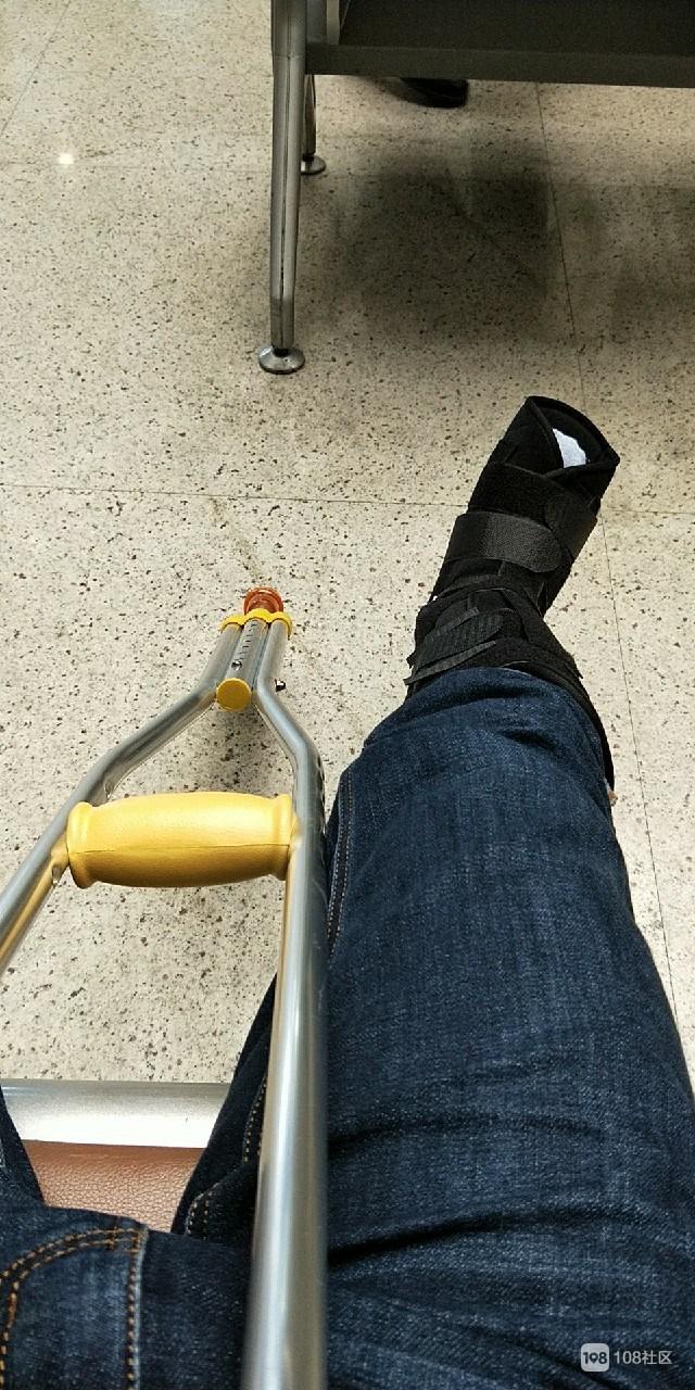 德清女子摊上麻烦事!刚工作一个月,出门人被车撞骨折