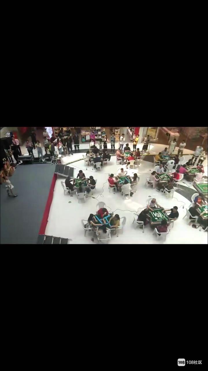 """银河城""""搞事""""?十几桌人聚众打麻将比赛!围观人挤满现场"""