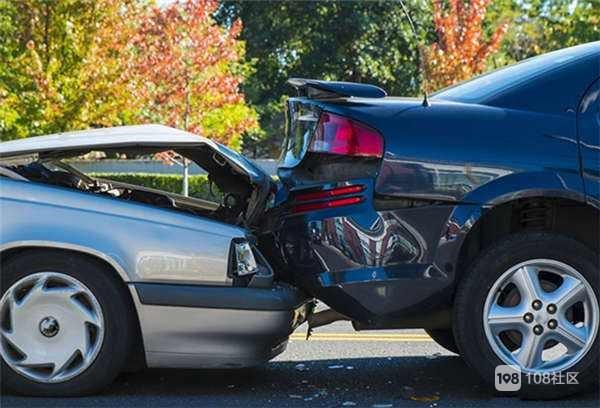 为了避让行人自己车被奔驰追尾  对方至今还没赔偿