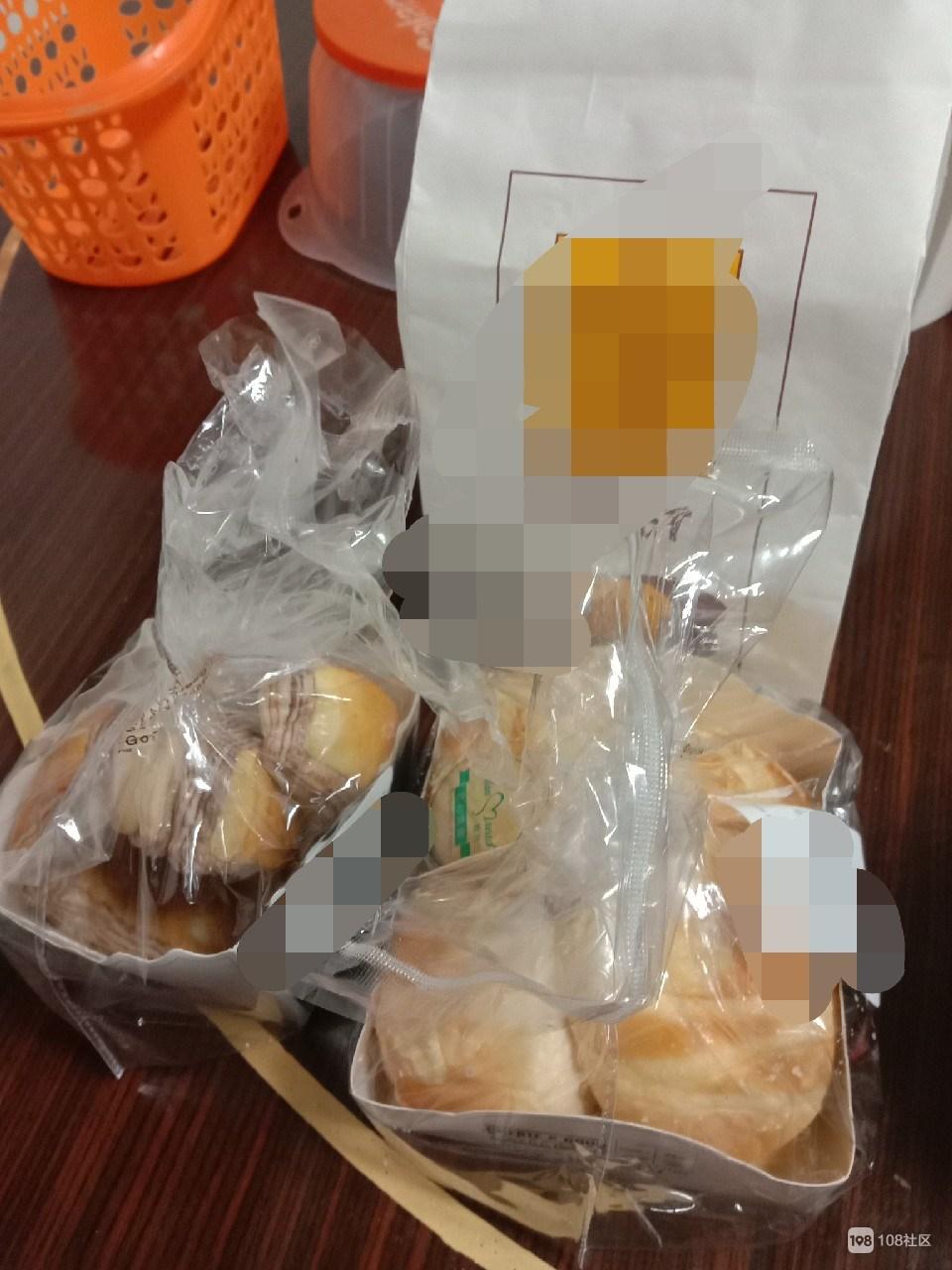 公公破天荒拎了三袋面包回家,仔细一看我却吓出冷汗