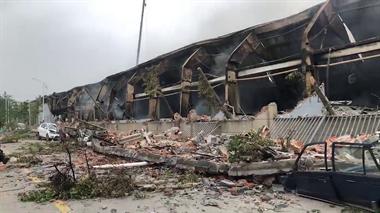 """7万双皮鞋被毁了!""""意尔康""""仓库昨夜起火 损失约900万"""