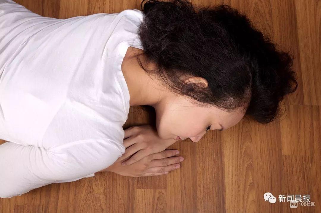 女生睡梦中滚下床,第二天室友一看吓坏了…家长索赔154万!