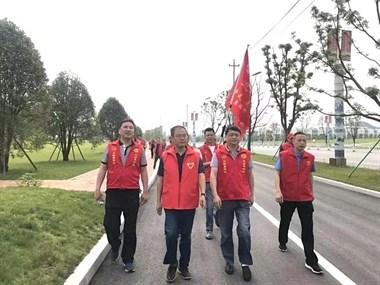 """今天,""""红马甲""""志愿者扮靓昌江"""