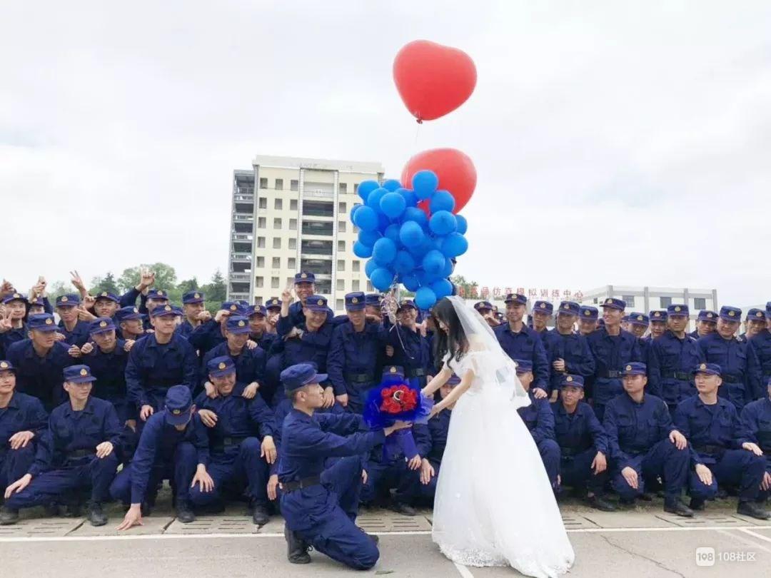两次延迟,今天他终于结婚了,伴郎足足有700名!