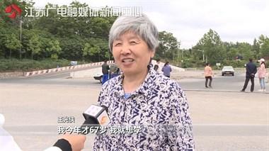 67岁奶奶苦练车技考驾照!只想为他做一件事…啧,齁甜!