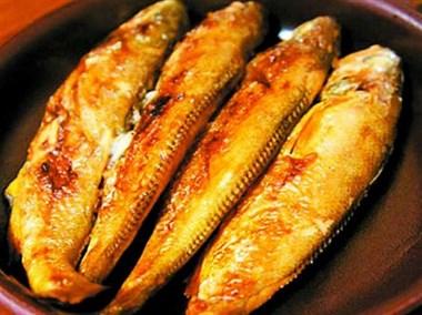 煎鱼时,先别急着下油锅,多加这一步,不破皮不粘锅鱼肉鲜嫩不碎