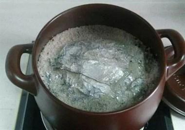 家庭自制盐焗鸡:奶奶用了40年的方法,简单3步,比买的还好吃