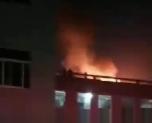 突发!沥海一厂子突然着起大火 消防车一路呼啸