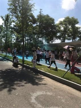 九龙湖一大帮度娘和学生聚集!还有特警…