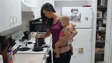老婆为照顾孙女一天天瘦下去 我看着视频干着急