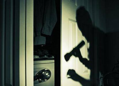 已报警!崧厦昨晚十几户人家都遭贼了 被偷走了…