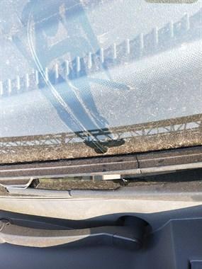 前挡风玻璃破裂修复