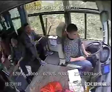新昌公交里传来乘客尖叫,司机扔下一车人拿了这就跑