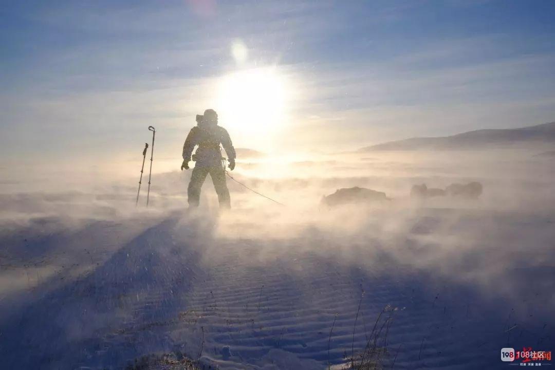 成都小伙拖98公斤补给独行北极圈,第三天就掉进冰窟窿……