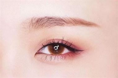 美妆丨眼影也分南瓜色、砖红色?女神们都在画!