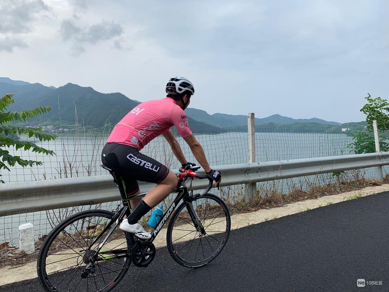 风雨无阻,环沃洲湖骑行全程85km!