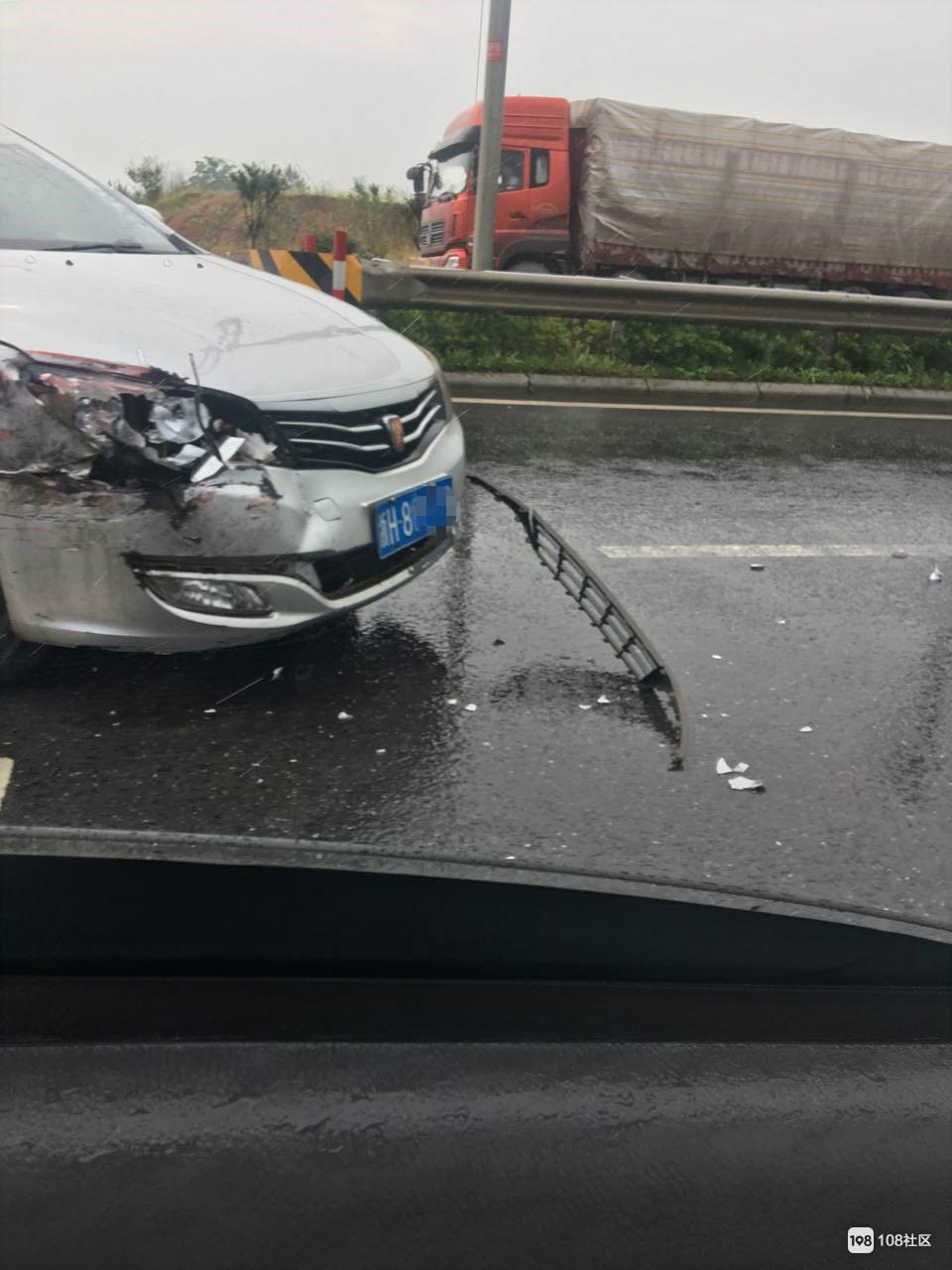 雨天路滑,小心驾驶