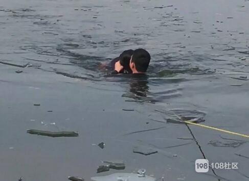 小将水库上浮着个人!74岁老伯跳水救起溺水的钓鱼人