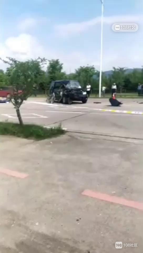 甘霖惨烈车祸!副驾驶女子被卡住,车子撞成这副样子