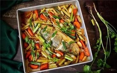 烤鱼想好吃,要加这几种菜,色香味俱佳,每次做都一抢而光