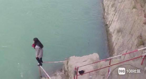 我在鼓山大桥救了一个女孩,送她回家不愿意,后来…