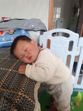 【晒萌娃过六一】趴着睡着啦!