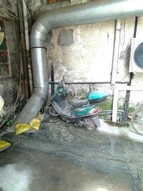 污水管路越改越差了?希望有关部门来看看,整改一下。