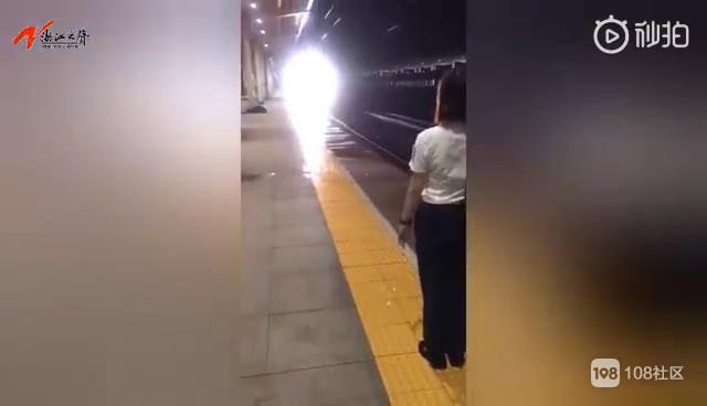千里赶高考,却遇上暴雨火车延误!关键时刻...