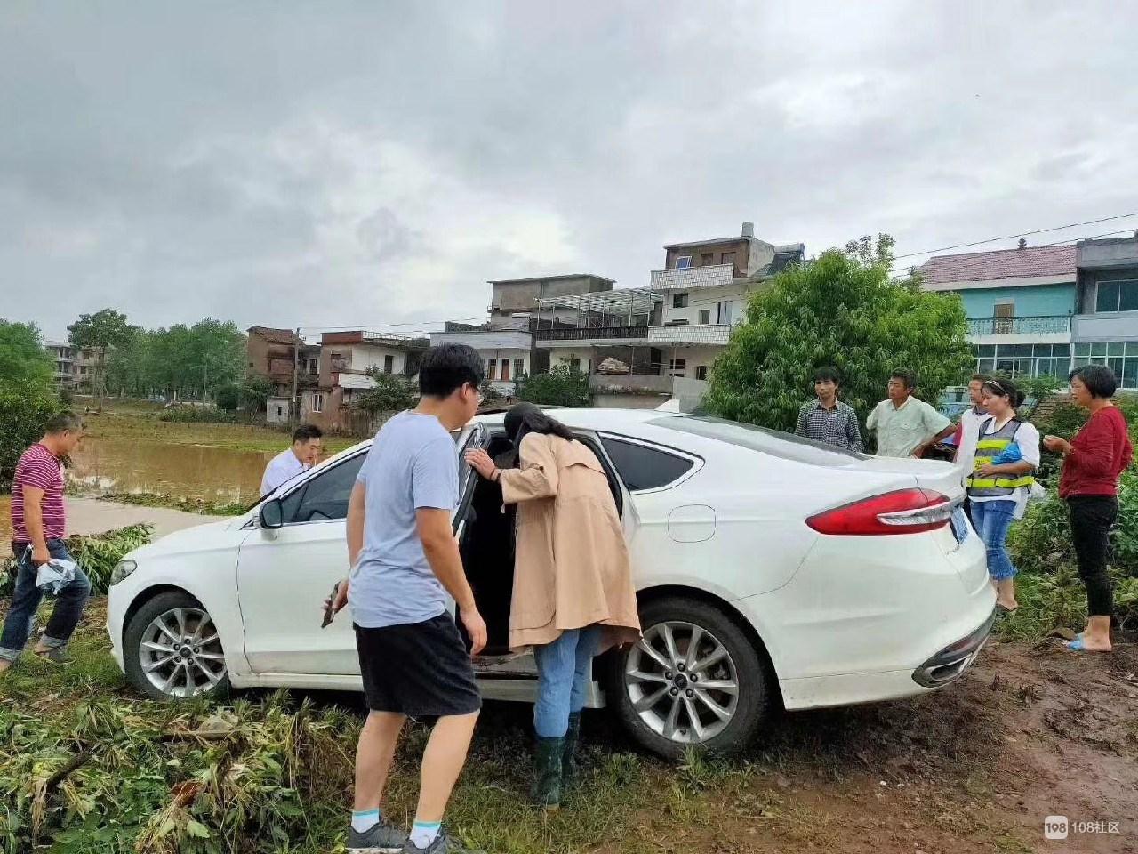 衢州宝妈带宝宝开车到贺村后失踪了,车子有被淹迹象!