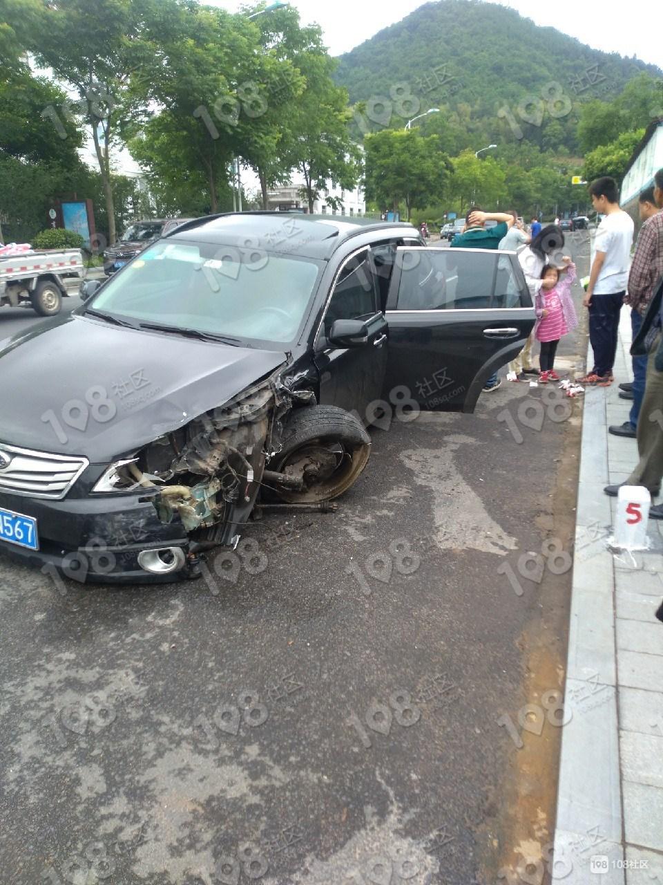 儒岙两车相撞!新昌车报废了,天台车被撞飞100多米