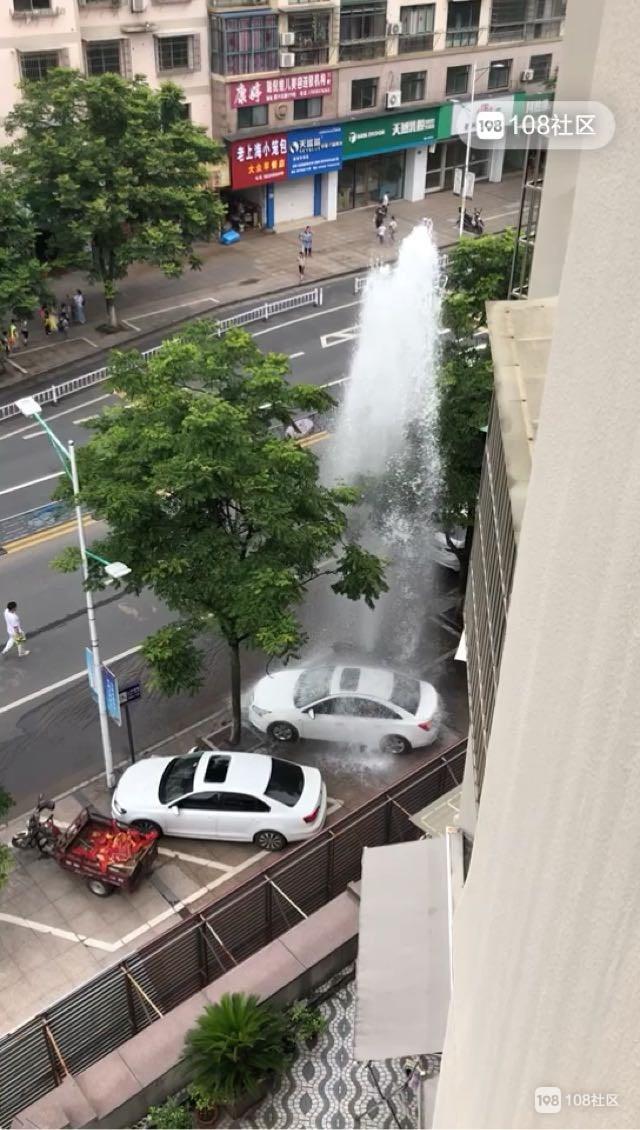 """消防栓秒变几十米""""喷泉"""",快来沈家免费洗车(视频)"""