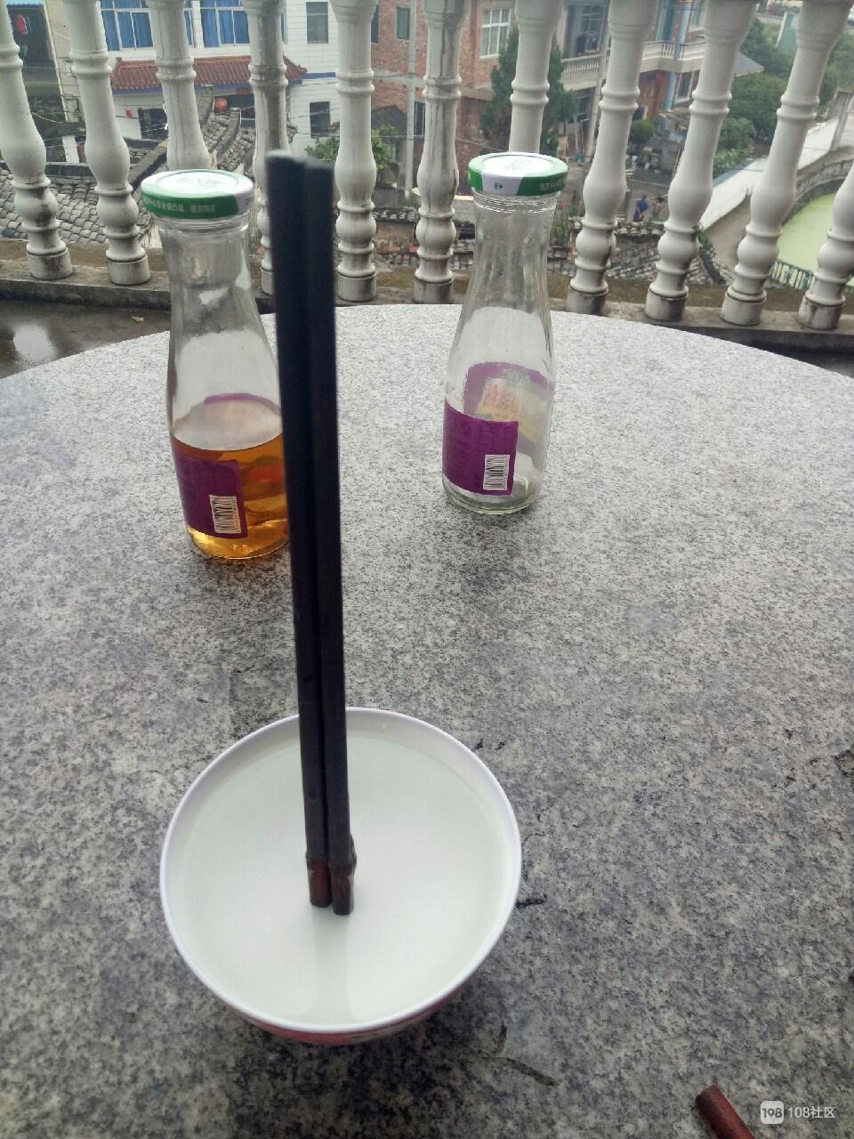 急急急!三根筷子立在碗中不倒,我是不是被诅咒了?