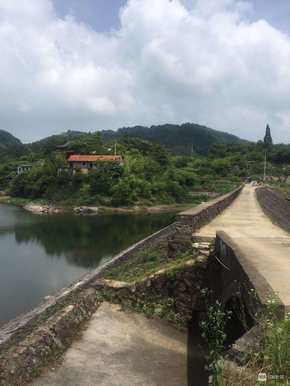 墙倒楼塌,教学楼成危房,王岙水库的这地方几人记得