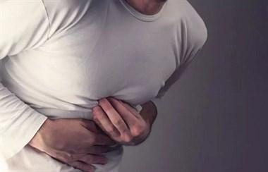 小伙卧推200斤致内脏撕裂,内脏撕裂流了全身一半血!刷爆健身圈!