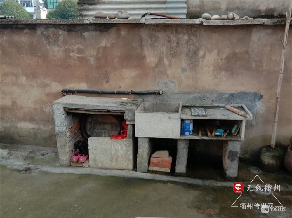 """衢州72岁党员主动递交""""自愿拆违书"""",并拆除自家钢棚"""