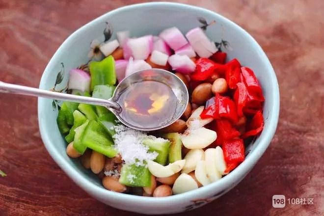 【舌尖上的美味大家一起学】今日推荐——双椒拌花生米