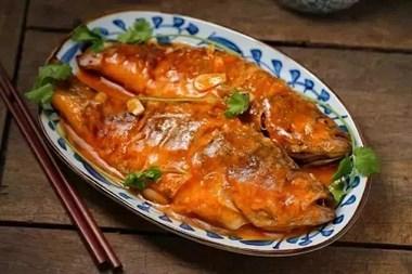 鲈鱼我只服这个做法!比清蒸的入味,比红烧的开胃!