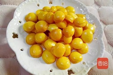 宝宝不爱吃蛋黄?试试这种做法,又嫩又酥,孩子一口一个超爱吃