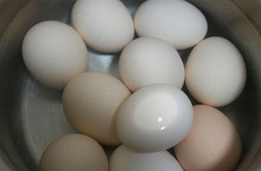 """煮鸡蛋,别再用水煮!用""""它""""煮,口感好味道香,不吃肉也要吃它"""