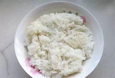 一人在家时,我常做这饭,饭菜一锅出,简单易做还营养丰富,省事