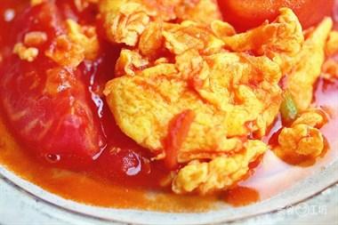 5个技巧,不加一滴水!做出巨滑嫩的番茄炒蛋