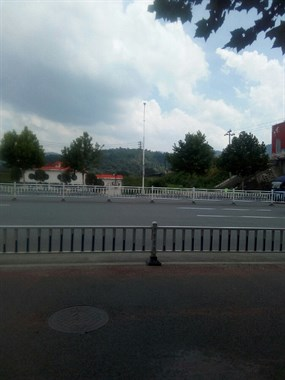 天宝桥边上这座祖坟山逐渐消失 已有好几处新公墓在建!