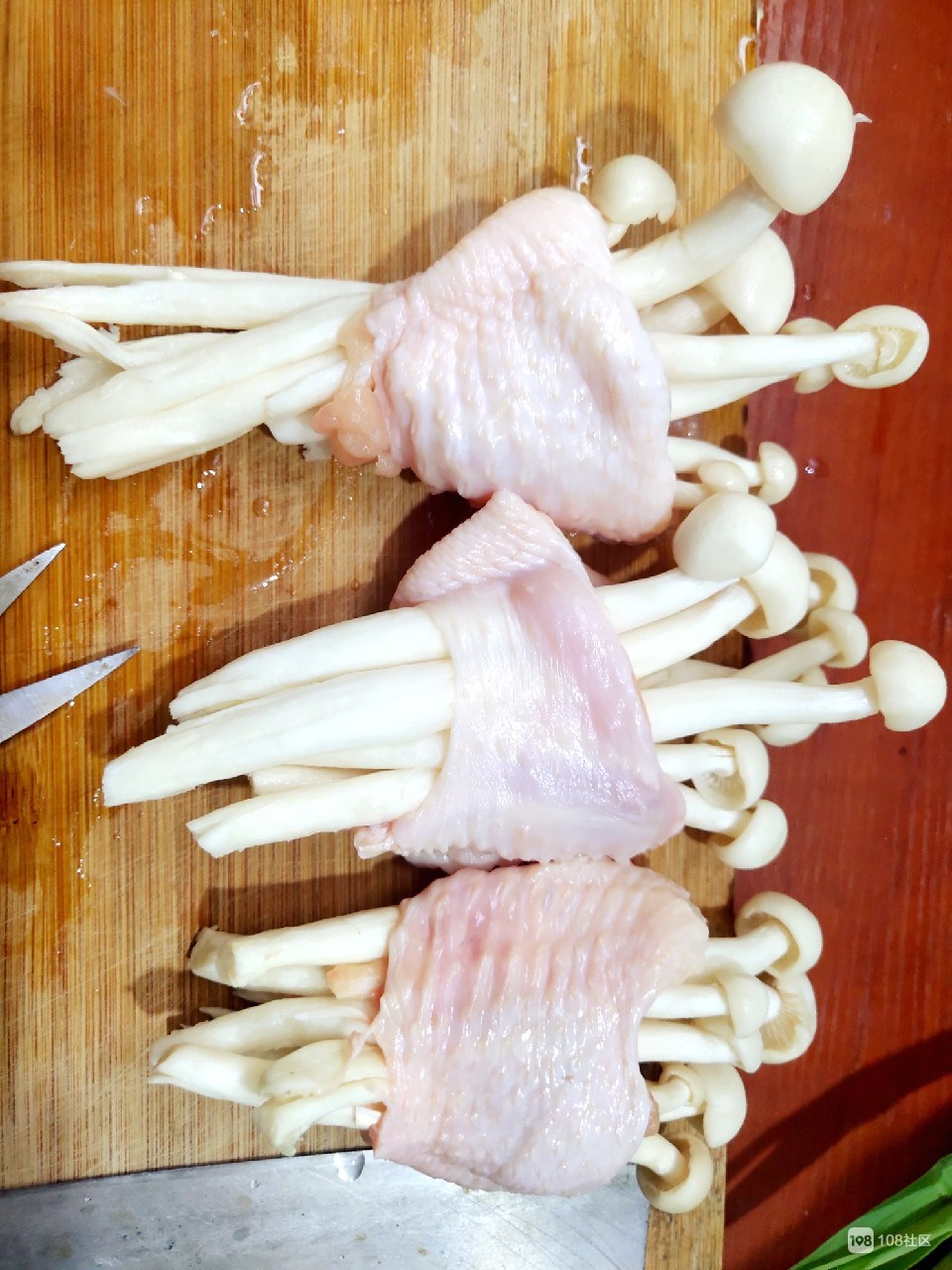 什么?!鸡翅上面长菇了?居然还挺好吃!