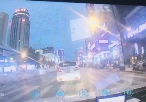 金鼎路口一女司机马路中间突然刹车 竟然是在玩手机!