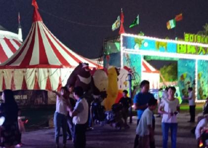 瓷都美女夜探马戏团!周围各种好玩的 还有好多美食!