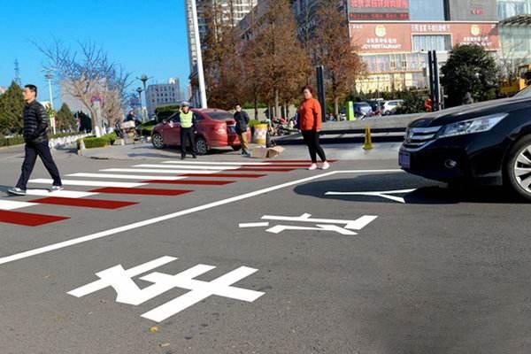 景德镇整治机动车礼让斑马线 这30个示范路口严查!