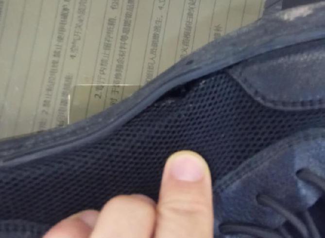 鞋子才穿几次就有4、5处脱胶!瓷都这商场竟不给退